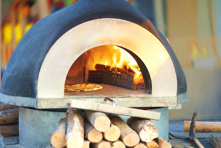 ピザ専門店のピザ窯(石窯)はなぜドーム型をしているのか?
