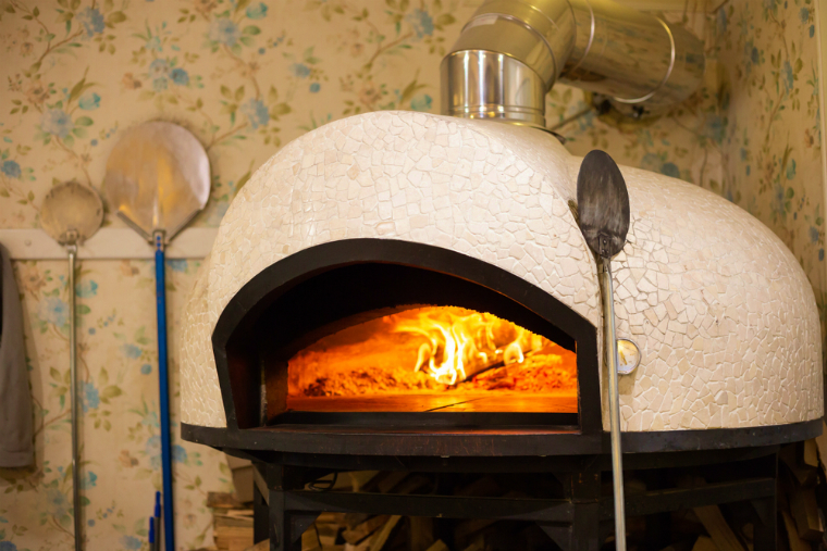 ピザ窯の補修ってどんなことをするの?ピザのおいしさは窯にあり!