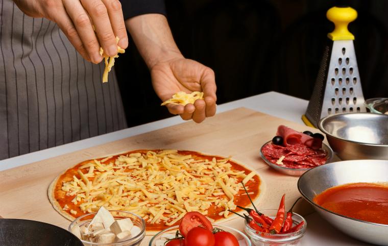 ピザの種類で違う燃焼温度と時間管理
