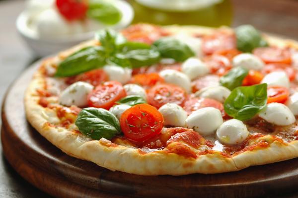 ナポリ風ピザとは?その特徴やおいしい食べ方をわかりやすく紹介
